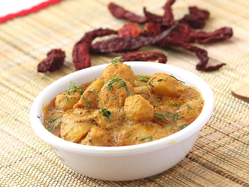 Kashmiri Dum Aloo Recipe - Authentic Kashmiri Aloo Curry with Deep ...