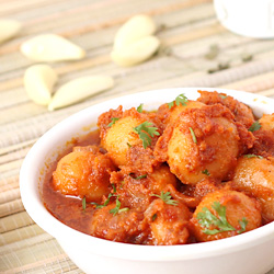 Lasaniya Batata (spicy baby potatoes with garlic)