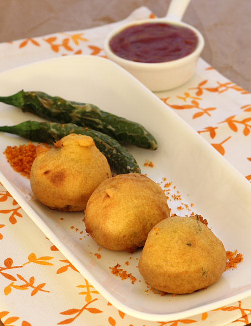 Batata vada recipe maharashtrian street food step by step photos maharashtrian style batata vada forumfinder Image collections
